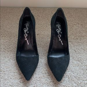Alice and Olivia black healer pumps